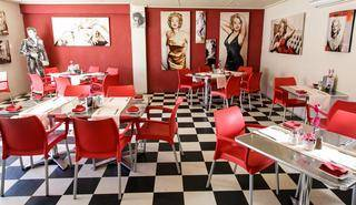 marilyns 60s diner seating